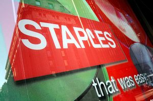Staples continues to see weak sales and traffic to its giant retail stores in the U.S.