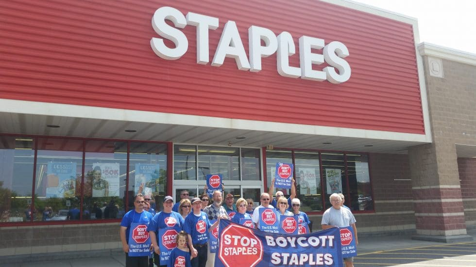 APWU members in western Pennsylvania picketed in support of the Stop Staples boycott on July 31.